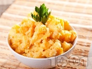 Рецепта Картофена салата с Цезар дресинг от жълтъци, зехтин, лимон, сос Уорчестър и сирене пармезан